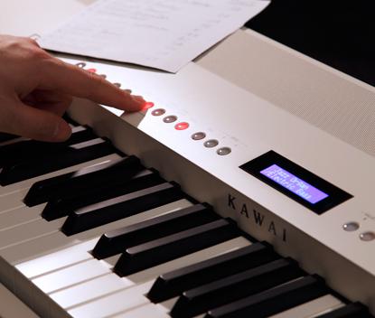 自動伴奏をバックに演奏を楽しむ「リズムセクション機能」