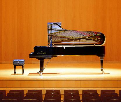 2つのフルコンサートピアノ音