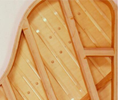 選び抜かれた木材でつくられる音響板